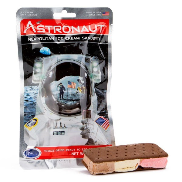 Astronaut Space Food - Freeze-dried fruits and ice creme - Nutrition in space