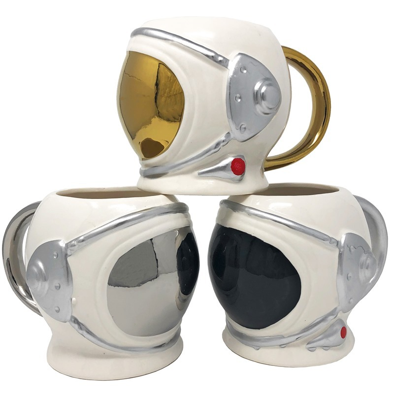 Astronauts mug as space suit helmet - coffee cup cosmonaut